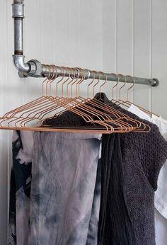 Cobber hangers rustic coatrack.  Original pinner says: Bøjleer entre bøjlestang Bryggers med multifunktioner - BO BEDRE