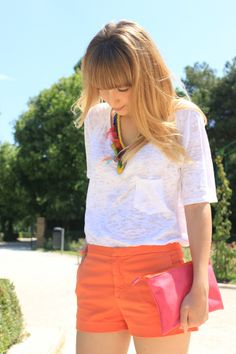 8 Ways to Wear Orange Like a Pro. Orange is the new black! Let's find some of the best ways to wear this summer colour like a pro. Orange Shorts Outfit, White Shorts, Zara Shorts, Orange Is The New Black, Short Outfits, Playing Dress Up, Summer Looks, Fashion Addict, What To Wear