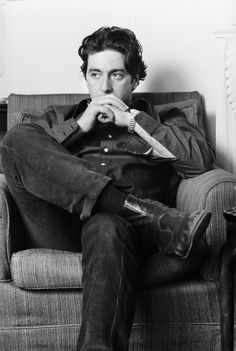 Happy Birthday to Al Pacino! Here he is photographed in London by Steve Wood Happy Birthday to Al Pacino! Here he is photographed in London by Steve Wood . Robert Downey Jr, Hollywood Stars, Old Hollywood, Young Al Pacino, Best Actor Oscar, Don Draper, Actrices Hollywood, Joseph Morgan, Raining Men
