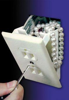 verborgen kluisje achter een stopcontact