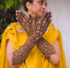 I have collected the most popular and latest mehndi designs 2019 for all ladies. These are the inspiring new mehndi designs Henna Hand Designs, Mehndi Designs Finger, Legs Mehndi Design, Mehndi Design Photos, Beautiful Mehndi Design, Mehndi Designs For Hands, Mehndi Images, Heena Design, Dulhan Mehndi Designs