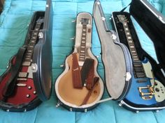 "Van L naar R : Epiphone Les Paul Std 2014 Red Pearl - Gibson Les Paul Std 2013 Gold Top - Ibanez SG Custom 1975 ""modified"""