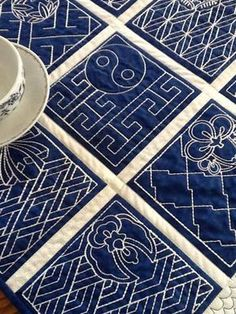 Quilted table runner with Sashiko embroidery. Quilted table runner with Sashiko embroidery. Advanced Embroidery, Crewel Embroidery Kits, Japanese Embroidery, Embroidery Needles, Learn Embroidery, Hand Embroidery Patterns, Machine Embroidery Designs, White Embroidery, Embroidery Supplies