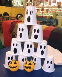 Megan's children are in for a spooky treat! Pumpkin and ghoulish bowling game - what a great idea! Combine with our Halloween board game for a frightfully fun evening! Halloween Board Game, Halloween Week, Halloween Games For Kids, Halloween Carnival, Toddler Halloween, Halloween Party Costumes, Halloween Activities, Halloween Crafts, Happy Halloween