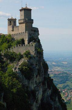 San Marino, the smallest republic in the world Le Vatican, The Italian Job, Italian Summer, European Countries, Countries Of The World, Saint Marin, Republic Of San Marino, Rimini Italy, Living In Italy