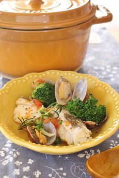 塩タラとアサリのハーブ蒸し by さっちん (佐野幸子) 「写真がきれい」×「つくりやすい」×「美味しい」お料理と出会えるレシピサイト「Nadia   ナディア」プロの料理を無料で検索。実用的な節約簡単レシピからおもてなしレシピまで。有名レシピブロガーの料理動画も満載!お気に入りのレシピが保存できるSNS。