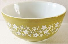VTG Avocado Green SPRING BLOSSOM Daisy Flower PYREX CORNING 2 1/2 QT Mixing Bowl #pyrexcorning
