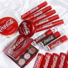 Neue Make-up-Kollektion von Coca Cola x The Face Shop - . - Neue Makeup Kollektion von Coca Cola x The Face Shop – - The Face Shop, Eye Makeup Remover, Skin Makeup, Beauty Makeup, Chanel Makeup, Makeup Brands, Makeup Shop, Makeup Kit, Makeup Geek