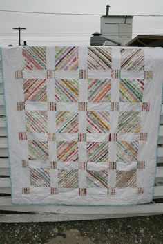 QUILT BARN: Scrappy Edge Free Quilt Pattern Tutorial ~ a good way to use up selvages, but I think I would use a solid for the cornerstones, and a darker fabric for the sashing and border. Quilting Tips, Quilting Projects, Quilting Designs, Sewing Projects, Modern Quilting, Sewing Ideas, Patchwork Quilt Patterns, Scrappy Quilts, Quilt Patterns Free
