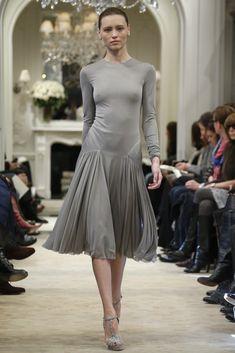 Vogue Fashion, Fashion News, High Fashion, Fashion Show, Runway Fashion, Fall Fashion 2016, Autumn Fashion, Fashion Images, Gray Dress