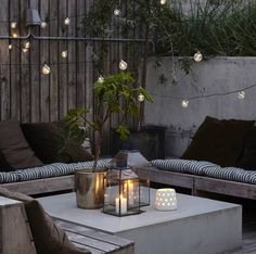 20 Epic Backyard Lighting Ideas to Inspire your Patio Makeover DIY Outdoor Design Inspiration Bistro Lights Patio Interior, Interior And Exterior, Room Interior, Apartment Interior, Apartment Living, Cozy Cafe Interior, Apartment Porch, Apartment Layout, Nordic Interior