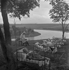 Тихий час на свежем воздухе в детском саду. СССР, 1950-е.
