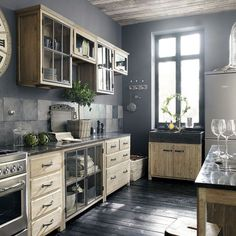 I bet everybody loves an industrial kitchen style. It's aesthetically pleasing even if not the most popular trend in kitchen design. Pine Kitchen, Vintage Kitchen, Modern Kitchen, Kitchen Dining Room, Sweet Home, Home Kitchens, Rustic Kitchen, Kitchen Style, Kitchen Design