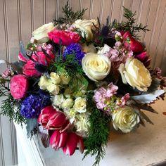 Floral arrangement featuring Garden roses. #paulfennerfloraldesign #flowers #flowerstagram #dailyflowers