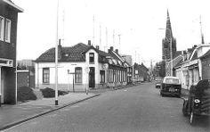 Heezerweg met op de hoek met de Rozemarijnstraat cafe Oud Stratum, foto genomen door WL van Beers in 1970