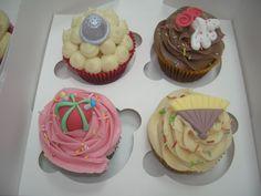Surtido de cupcakes 2 chocolate, 2 choco blanco, 2 fresa, 2 dulce de leche, y 2 de caramelo. (Parte 2ª)  Inspiradas en la costura y en el arte flamenco.