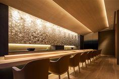 Four Seasons Hotel Kyoto - Sushi Restaurant 'Wakon' Japanese Restaurant Interior, Japanese Interior, Cafe Interior, Interior Design, Sushi Restaurants, Restaurant Lighting, Restaurant Bar, Sushi Bar Design, Japanese Bar