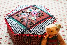Fabric Boxes, Cecile, French Artists, Hand Embroidery, Coin Purse, Creations, Sketches, Gift Wrapping, Textiles