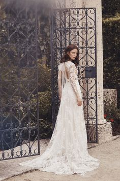 Monique Lhuillier Frühjahr/Sommer 2020 Bridal - Fashion Shows Lace Ball Gowns, Tulle Ball Gown, Wedding Dress Trends, New Wedding Dresses, Designer Wedding Dresses, Bridal Dresses, Lace Wedding, Bridal Collection, Dress Collection