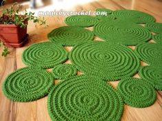 Freeform Rug Handmade Rug Green Rug Wall Hanging Rug by GreatHome Rope Rug, Rag Rug Tutorial, Braided Rugs, Happy Colors, Hand Crochet, Flower Crochet, Diy Crochet Rug, Crochet Braids, Handmade Rugs
