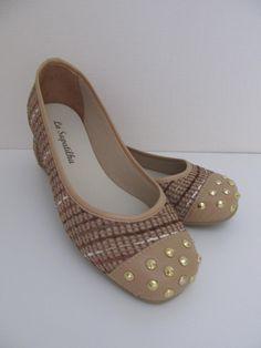 Se você tem um estilo mais despojado vai adorar esse modelo. E as sapatilhas de bico quadrado aconselhamos a comprar um n° menor, isto é; se você calça 40 pode comprar a 39....