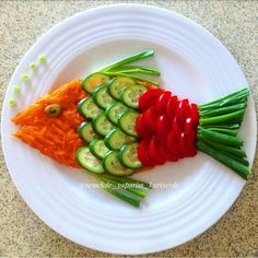 Decorate the picture result for the food for children (Birt - Food Carving Ideas - Her Crochet - - Cute Food, Good Food, Yummy Food, Food Art For Kids, Food Carving, Food Garnishes, Garnishing, Veggie Tray, Vegetable Salad