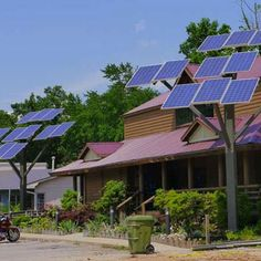 A Solar Tree Grows in Your Neighborhood With the price of photovoltaic panels dropping, be on the lookout for creative new ways for homeowners to use solar power.