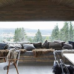 Mountain Cabin Living Room - From cosy cabins to modern apartments, our favourite Scandinavian interiors - interior design ideas on HOUSE by House & Garden Mountain Cabin Decor, Mountain Bedroom, Mountain Living, Living Room Scandinavian, Scandinavian Design, Scandinavian Interiors, Nordic Design, Design Design, Design Ideas