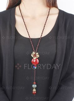 bb55da213 Latest fashion trends in women's Necklaces. Shop online for fashionable  ladies' Necklaces at Floryday - your favourite high street store.