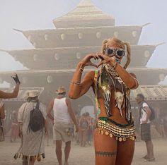 Festival Girls, Music Festival Outfits, Music Festival Fashion, Festival Clothing, Burning Man Girls, Burning Man Outfits, Rave Music, Womens Fashion Sneakers, Rave Wear