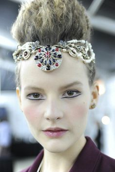 #hair #hairstyle #penteado #makeup #maquiagem #backstage #fashion #moda #runway #model #itgirl #accessories