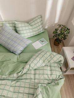 Room Ideas Bedroom, Bedroom Inspo, Bedroom Decor, Study Room Decor, Minimalist Room, Aesthetic Room Decor, Aesthetic Green, Simple Aesthetic, Summer Aesthetic
