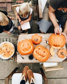 Pumpkin carving for Halloween Halloween Tags, Fall Halloween, Happy Halloween, Halloween Makeup, Halloween Tumblr, Halloween Horror, Halloween Pumpkins, Halloween Party, Fall Inspiration
