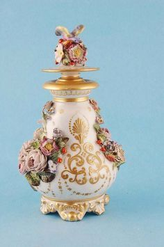French porcelain perfume bottle by Jacob Petit,Antique and fine furniture, silver, jewellery, ceramics and metalware.by Burstow & Hewett Antique Perfume Bottles, Vintage Bottles, Bottles And Jars, Perfumes Vintage, Glas Art, Beautiful Perfume, Bottle Vase, Vases, Creations