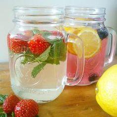 Refreshing summerdrinks. Elderflower, strawberry and mint and lemon blueberry