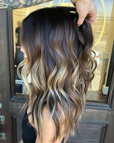 Peach hair The hottest hair color in spring . Peach hair The hottest hair color in spring and summer Bronde Balayage, Hair Color Balayage, Bronde Hair, Blonde Hair Models, Peach Hair, Beach Wave Hair, Hair Styles Beach Waves, Long Beach Waves, Summer Waves