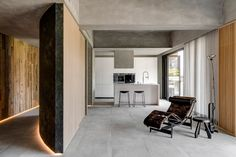 Modern asian apartment located in Taipei, Taiwan, designed in 2018 by Wei Yi International Design Associates. Minimalist Apartment, Minimalist Interior, Minimalist Design, Best Interior, Interior And Exterior, Modern Asian, Interior Minimalista, Interior Decorating, Interior Design