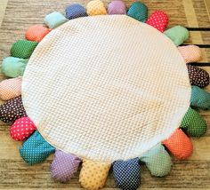 【サニーマットの作り方】絶対に完成までたどり着ける!作り方5つのポイント | ママディア Baby Crafts, Girls Bedroom, Sunnies, Needlework, Kids Rugs, Sewing, Product Ideas, Handmade, Knights