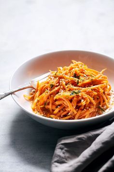 These sweet potato noodles are so easy and a fun way to eat more vegetables. Garlicky sweet potato noodles take the place of traditional pasta in this healthy recipe, for a more filling and nutriti… Zoodle Recipes, Spiralizer Recipes, Veggie Recipes, Vegetarian Recipes, Cooking Recipes, Veggetti Recipes, Dinner Recipes, Sweet Potato Noodles, Veggie Noodles