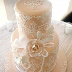 See more about lace wedding cakes, damask wedding cakes and peach wedding cakes. Beautiful Wedding Cakes, Gorgeous Cakes, Pretty Cakes, Amazing Cakes, Beautiful Flowers, Simply Beautiful, Damask Wedding, Lace Wedding, Purple Wedding