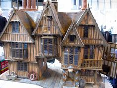 Would love to know who the builder of this wonderful Tudor building is. - Tudor Houses 4 U Tudor House, Medieval Houses, Wargaming Terrain, Fairy Houses, Doll Houses, Fantasy House, Miniature Houses, Miniature Dolls, Small World