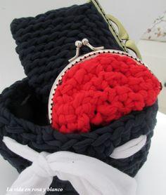 Cestito y monederos de crochet ( trapillo )