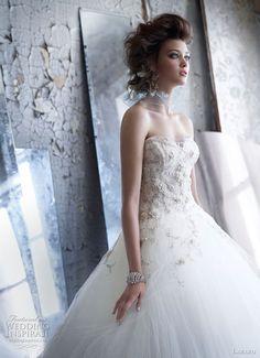 Featured @   http://weddinginspirasi.com/2011/06/21/lazaro-wedding-dresses-fall-2011-2012/