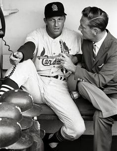 The St. Louis Cardinals' Stan Musial talks to Los Angeles Dodgers announcer Vin Scully before a game at Dodger Stadium in (Neil Leifer/SI) St Louis Baseball, St Louis Cardinals Baseball, Baseball Star, Stl Cardinals, Dodgers Baseball, Baseball Players, Angels Baseball, Baseball Cards, Football