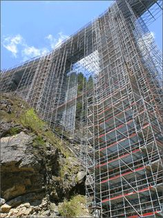 #andamios para levantar los pilares de un puente