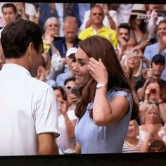 The Duchess of Cambridge congratulating Roger Federer on his semi-final win over Nadal @ Wimbledon Duke Of Cambridge, Roger Federer, Moving Pictures, Wimbledon, Tennis Players, Duke And Duchess, Princess Diana, British Royals, Kate Middleton