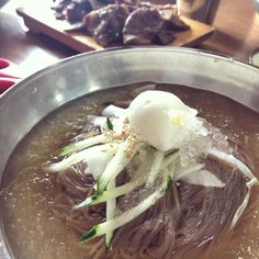 [KFP] 냉면 Naengmyeon with a side of Grilled Meat From here Grilled Meat, Korean Food, Soup, Ethnic Recipes, Korean Cuisine, Soups