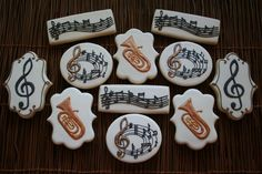 Euphonium concert by Le Monnier du Biscuit, posted at Cookie Connection Iced Cookies, Biscuit Cookies, Cut Out Cookies, Cake Cookies, Sugar Cookies, Cupcakes, Sugar Cookie Frosting, Royal Icing Cookies, Music Cookies