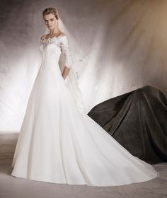 Algeciras - Wedding dress with an off-the-shoulders neckline in lace and gemstones
