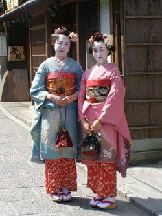 Ritratto da #Kyoto - Geishe con vestito tradizionale - di redhot76